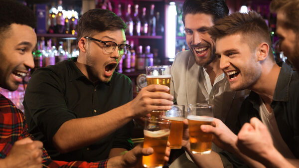 How to tell a good story - a group of people in a pub.