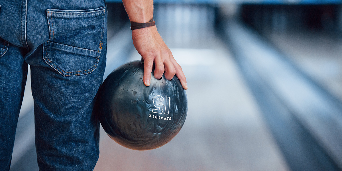 Proper grip of the bowling ball.
