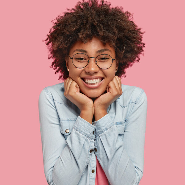 How to respond to a compliment? Young girl o a pink background.