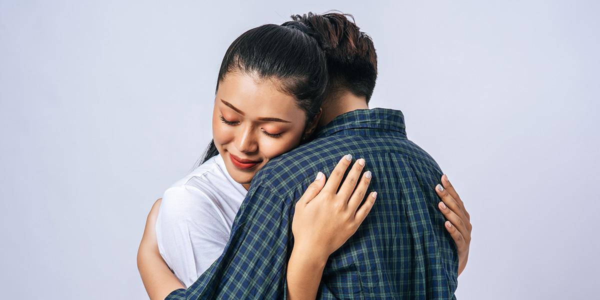 the leaning hug